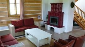 Ruime woonkamer met open haard! 6-persoons villa