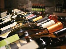 De sommelier van Small Wonders reist door heel Frankrijk op zoek naar de meest bijzondere 'natuurlijke' wijnen. Omdat wij onze prijzen ontzettend redelijk houden, kunt u ook genieten van deze wijnen!