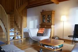 Belledonne (75m 2) is verdeeld in 2 tweepersoons slaapkamers (met de mogelijkheid van één extra bed in één van de kamers), een apart toilet, een badkamer en een bijzondere woonkamer met hoog plafond, veel houten balken, open haard en aangrenzend een privé-tuin.