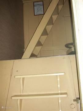 een lastig, steil trapje naar boven toe