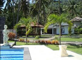 Luxury home on cozy holiday park at 5 km north of Senggigi. Equipped for 4 people. 2 double bedrooms each with a private bathroom. Use of pool.
