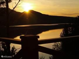 uitzicht vanaf de veranda met zonsondergang