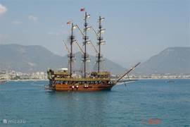 Vanuit de haven in Side vertrekken elke dag Turkse rondvaartboten, om te vissen, te zwemmen of gewoon niets te doen en te genieten