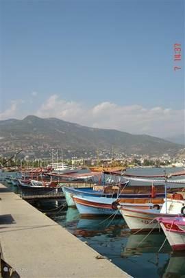 Alanya (60km) Bekend om de 'rode toren', de haven (rondvaarten) en mooie stranden.