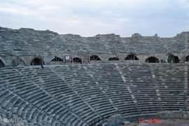 Het 'amphitheater', Side (4km), is een iets wat u niet mag missen, in het hoogseizoen worden hier vaak concerten gegeven