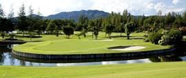 Op een half uurtje rijden zijn er  golfbanen te vinden, vooral in de plaats Belek in het aanbod groot.