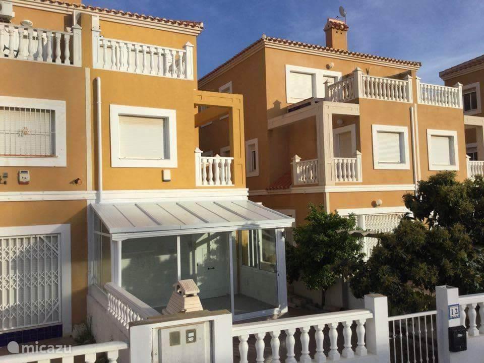 Reihenhaus casa hellen in la zenia costa blanca spanien mieten micazu - Casas en la zenia ...