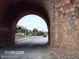 Tunnel vanaf het strand van La Zenia. Het strand is op 10 minuten lopend vanaf het huis te bereiken.