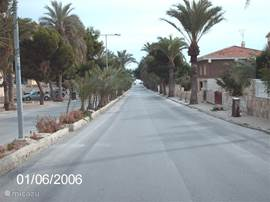 Weg naar het strand vanaf de rotonde van La Zenia.