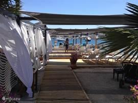 Eenvoudig of wat luxer genieten op het strand/boulevard: het kan allemaal op loopafstand van de villa