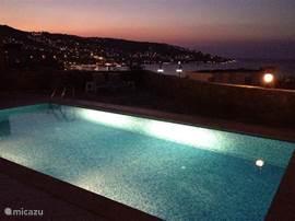 Een zwoele avond in Gündogan: met een heerlijk drankje op je eigen terras uitkijken over de Egeïsche zee