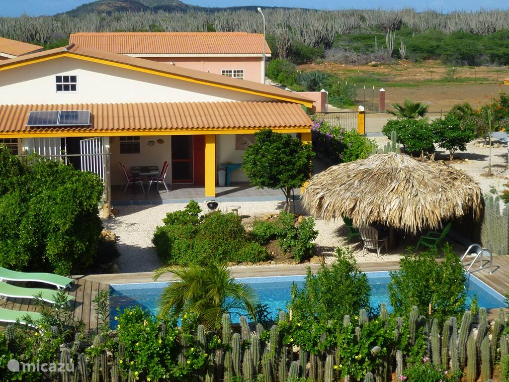 Greenhouse Iguana with private pool and shady palapa