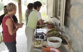 table d'hôtes op de veranda: dit keer een vegetarisch lunchbuffet voor 20 personen, geheel samengesteld uit mediterrane gerechten