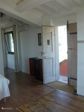 De ingang van het appartement. We hebben zoveel mogelijk oude details bewaard.