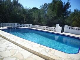 Nieuwe zwembad, nodigd zeker uit voor een heerlijke verfrissende duik.