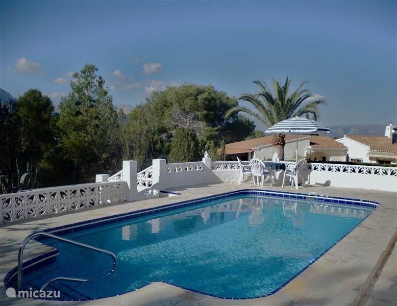 Zwembad is november 2012 gemoderniseerd, heeft nu onderwater verlichting en rondom een mooi aangelegd terras.