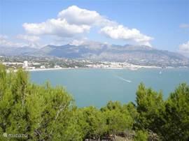 Tijdens de wandeltocht kunt u genieten van een prachtig uitzicht. Er zijn diverse bankjes waar u even kan uitrusten.