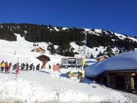 De skilift Les Rosieres, zo'n 250 meter van ons appartement
