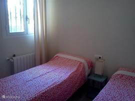 Tweede slaapkamer met 2 keer 1 persoonsbed.