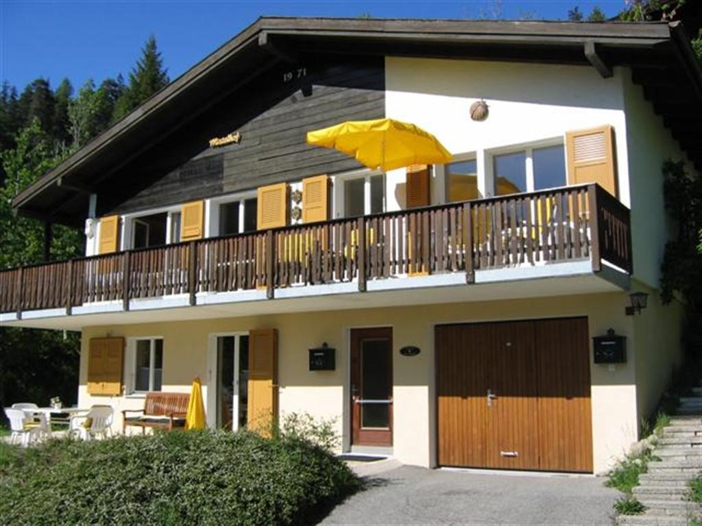 Gezellig en Comfortabel Chalet 4* met 2 woningen (4+6 pers )Schitterend uitzicht !  Ideaal voor 2 gezinnen Veel privacy en Boven samen zijn en eten!
