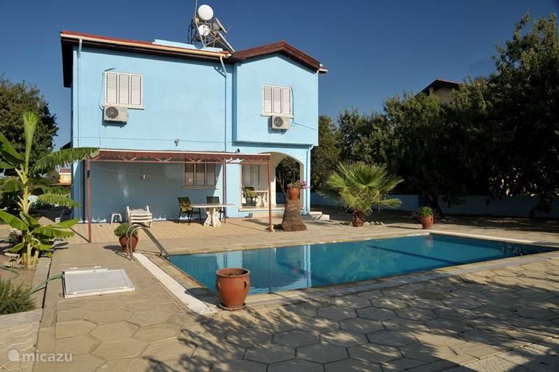 Rent villa met priv zwembad in alsancak girne in for Vakantiehuisjes met prive zwembad