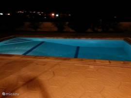 Zwembad bij nacht, romantisch