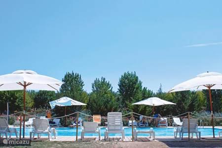 Vakantiehuis in numana marche itali huren - Strand zwembad natuursteen ...