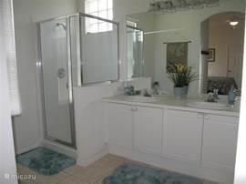 Badkamer bij slaapkamer 1