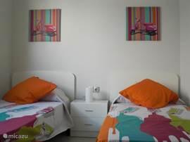 2e Slaapkamer met 2x een 1 persoonsbed