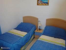 Slaapkamer 2 met vaste kast