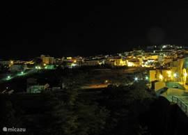 Dit ziet u s'avonds vanaf het balkon.