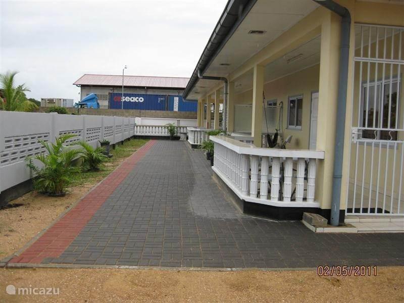 Vakantiehuis Suriname, Paramaribo, Paramaribo Appartement Casa Hemira-2 appartementen op 1 erf