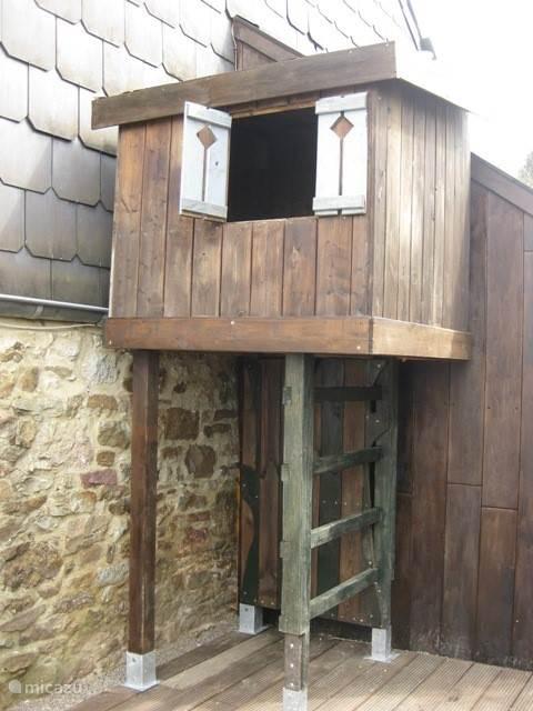 medio juni wordt deze kinderspeelhuis/hut geplaatst ,zodat de kids zich ok optimaal gaan vermaken