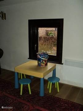 even if the kids want to play separately in the trunk sits toys, tussenhal between the bedrooms and bathroom 1st floor