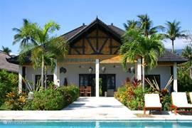 Achteraanzicht villa Pandu