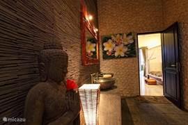De villa heeft 3 ruime badkamers met een fraaie afwerking.