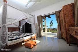 Vanuit de slaapkamer heeft u prachtig uitzicht ober de oceaan