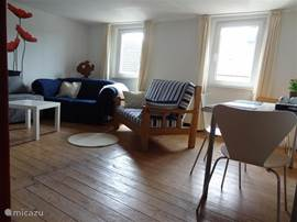 Op de eerste verdieping heeft u een ruime woon/eetkamer.
