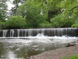 Deze waterval in de rivier is niet ergens in een ver oord gemaakt,maar gewoon in Bengel in de Alf 400 meter van uw huis.