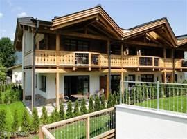We hebben een eigen tuin op het zuiden met een schitterend uitzicht op de Kitzsteinhorngletcher. In de zomer kunt u van buiten het zwembad bereiken.