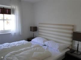 Welterusten: 2 moderne slaapkamers met ieder ook een eigen badkamer.