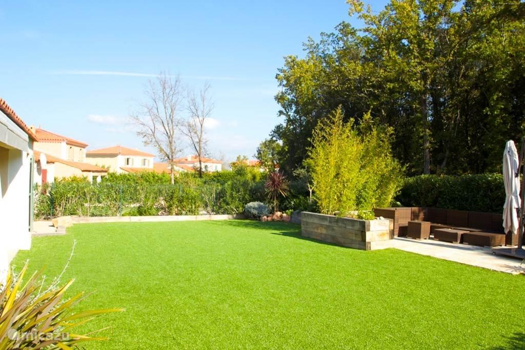 Tuin met veel privacy en helemaal vernieuwd in het najaar van 2014!