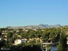 uitzicht vanaf terras en woonkamer