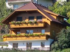 Het woonhuis heeft drie woonlagen.