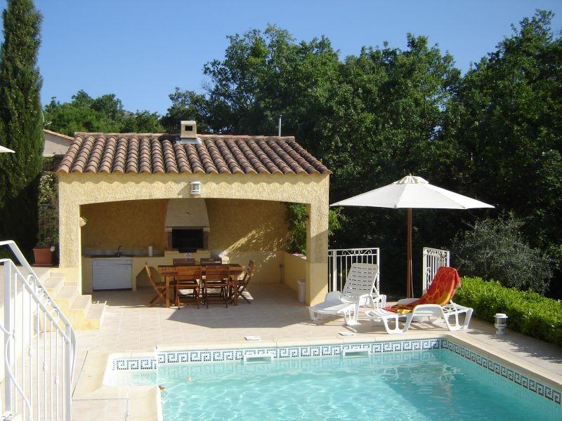 16-23 sept. voor € 850,- ongeacht het aantal personen van de zonnige Provence  genieten. Rust, privacy, licht, privé zwembad. Schitterend uitzicht.