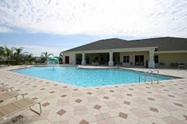 Dit is het gemeenschappelijke buiten zwembad van het resort, allemaal op loopafstand.