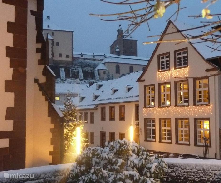 Alte Schule Malberg tijdens de kerst en Oud & Nieuw