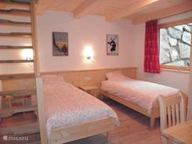 Bedroom for 2 people with a hoss where 2 children can sleep. This bedroom's apartment Kristall.