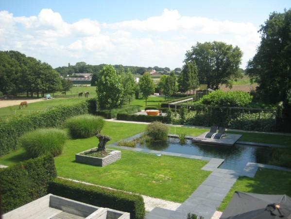 In juli nog een midweek naar het Friese Gaasterland? Deze moderne villa met enorme tuin (voor 10 personen +)  is nog te boeken met 15% korting.