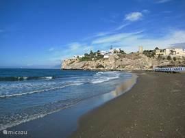 Dit is het strand van Rincon de la Victoria. Dit is vanuit het appartement in zo'n 10 min met de auto te bereiken. Parkeren in de omgeving is gratis.
